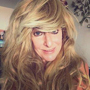 Accessories - Long wavy blonde wig